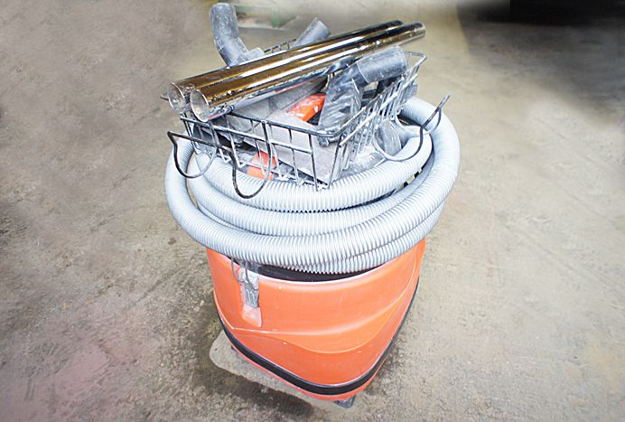 Fein 9 gallon Vacuum with attachments