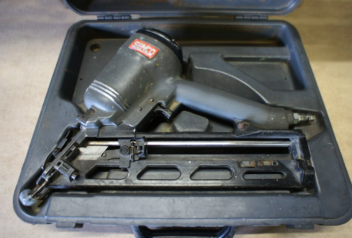 Senco SFN4 angle finish nailer