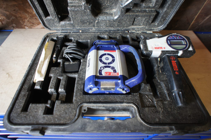 Agatec LT-200 self leveling laser level with stand